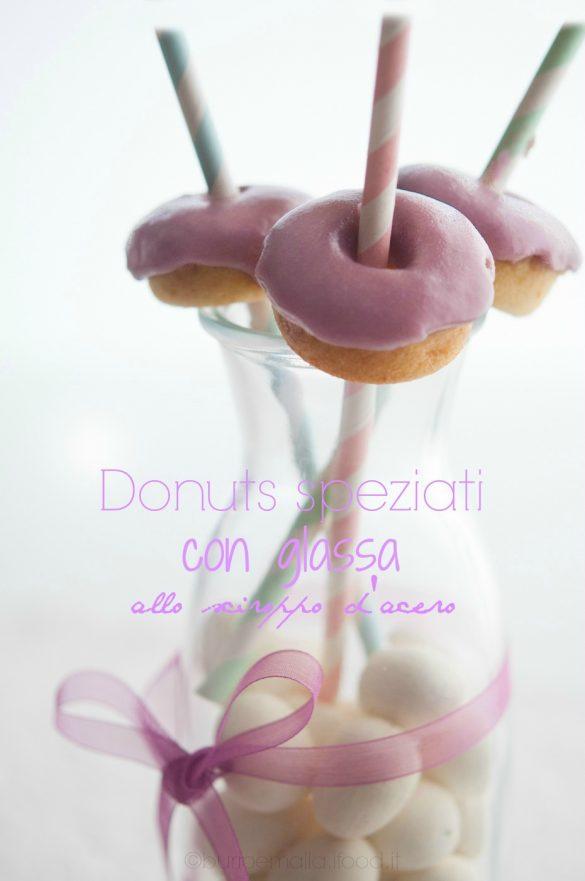 Donuts speziati con glassa allo sciroppo d'acero