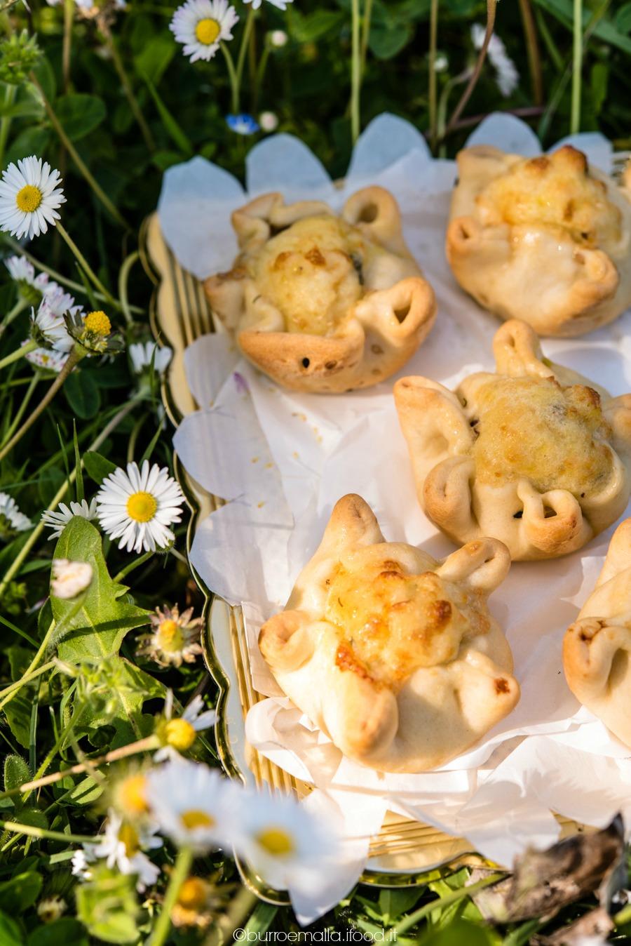 Panini della tradizione pasquale cipriota ripieni di goloso formaggio e uvette