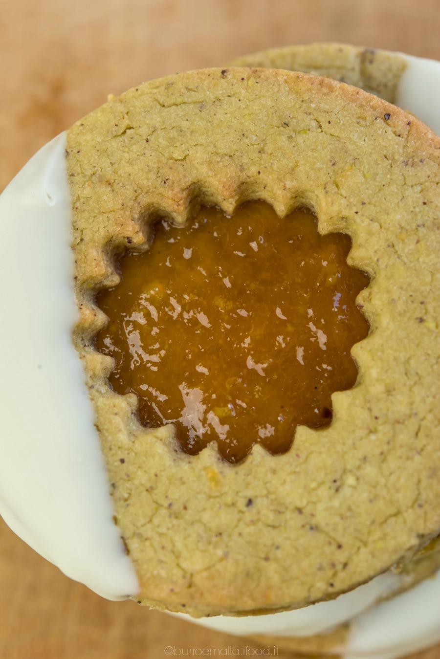 occhi di bue rustici con pasta frolla all'olio e pistacchi e golosa marmellata di kumquat