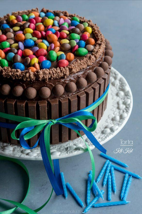torta kit kat frontale