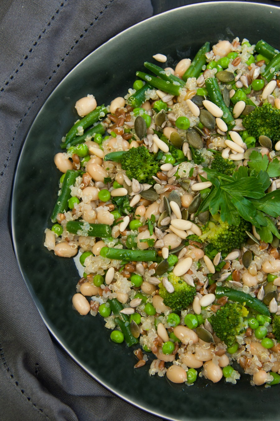 Super nutty salad con quinoa e fagioli zolfini