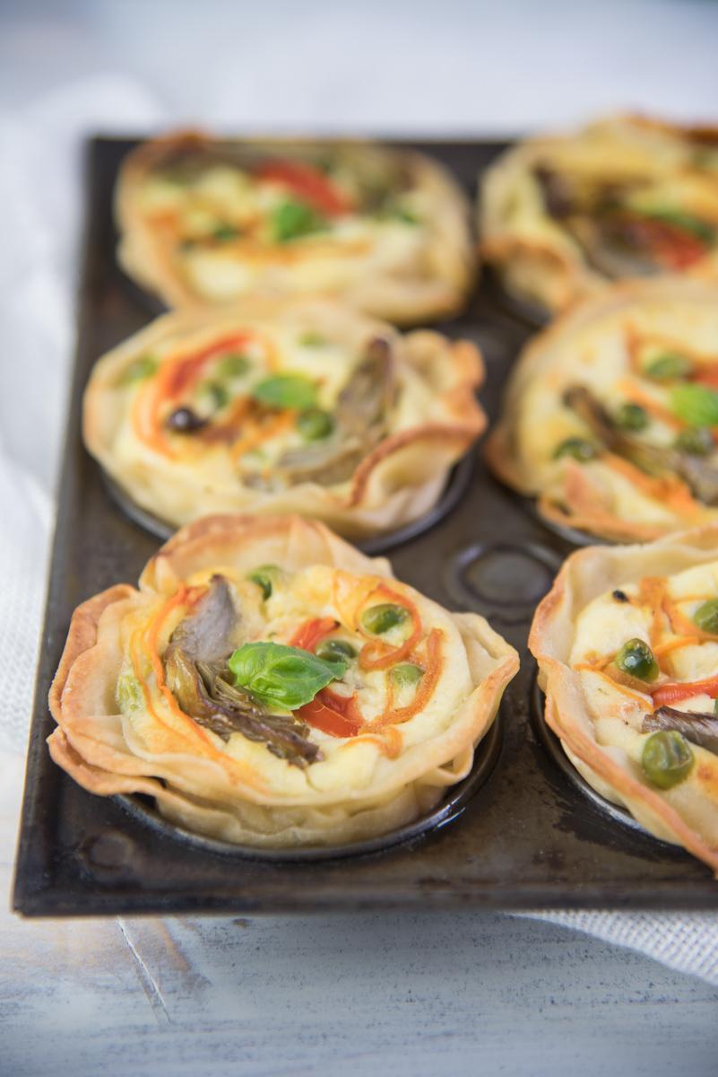 Tartellette con verdure primaverili e ricotta